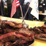 ビーフステーキと旗