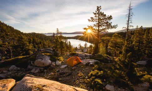 大人のキャンプ場の風景